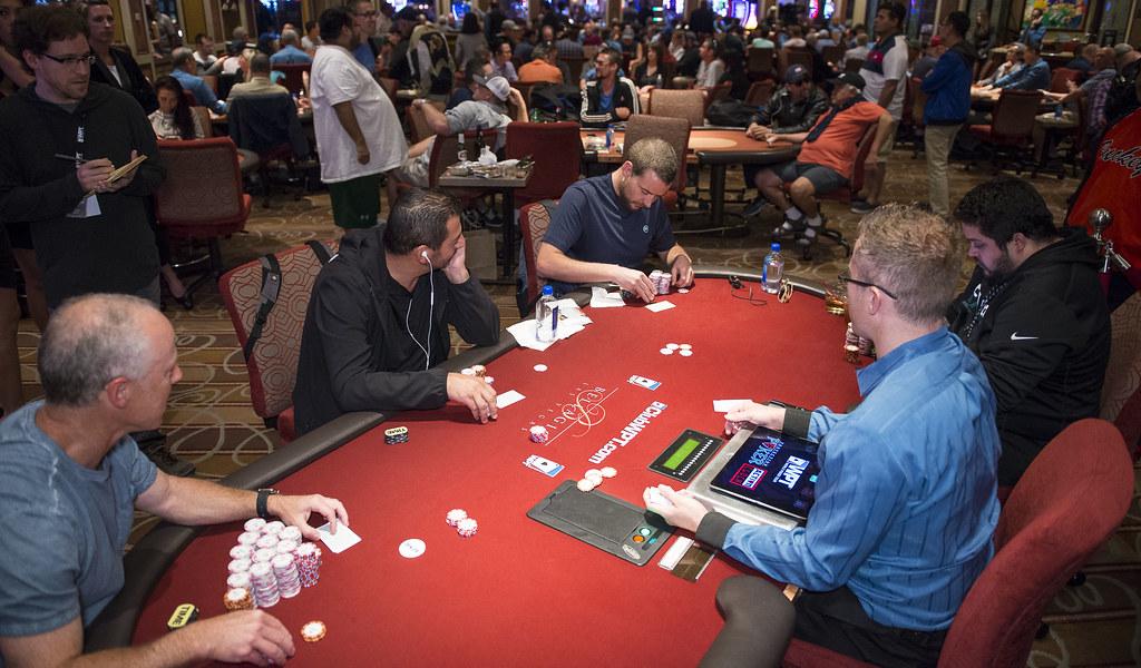 Des tables de poker de 4 joueurs à la réouverture à Las Vegas?