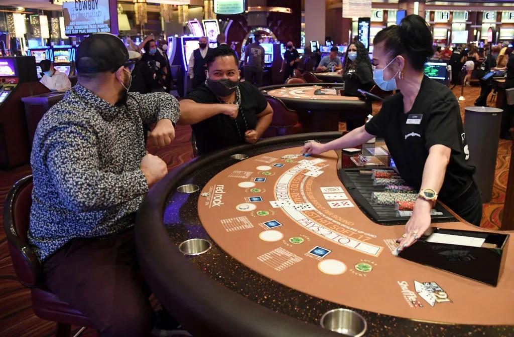 Les masques désormais obligatoires dans les casinos de Caesars Entertainment