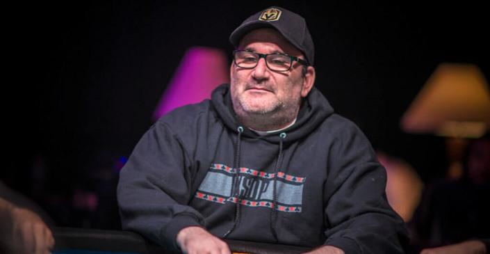 Mike Matusow pète un plomb dans un tournoi WSOP en ligne